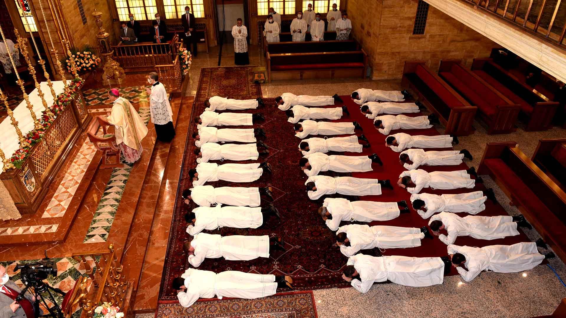 Priesterweihe aus Rom mit Erzbischof Gänswein